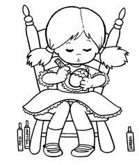 Девочка украшает яйцо Раскраски для девочек бесплатно