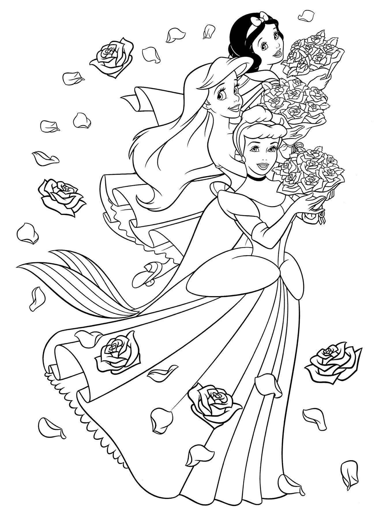 Принцессы диснея в модных платьях с букетами роз Раскраски для девочек распечатать